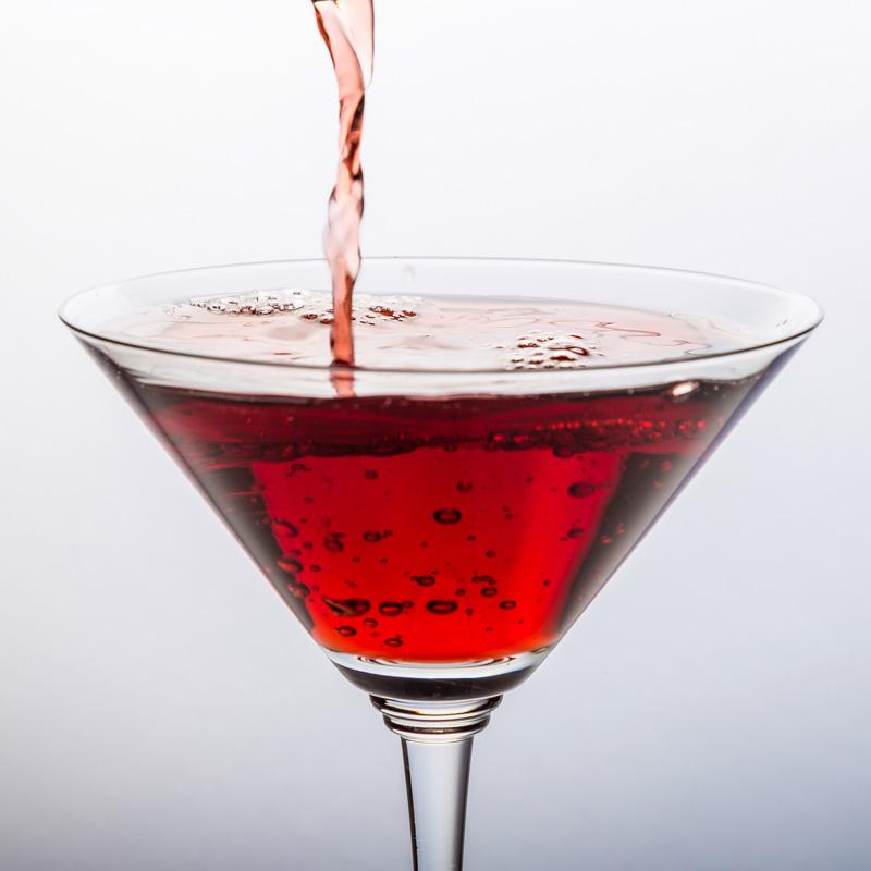 Dieser feuerrote Cocktail mit Traveschluck Kirschlikör ist benannt nach dem Feuerschiff Fehmarnbelt und macht seinem Namen alle Ehre.