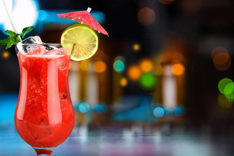Dieser feinherbe Cocktail mit Traveschluck Kirschlikör hat es in sich. Nur was für steinharte Nordlichter.